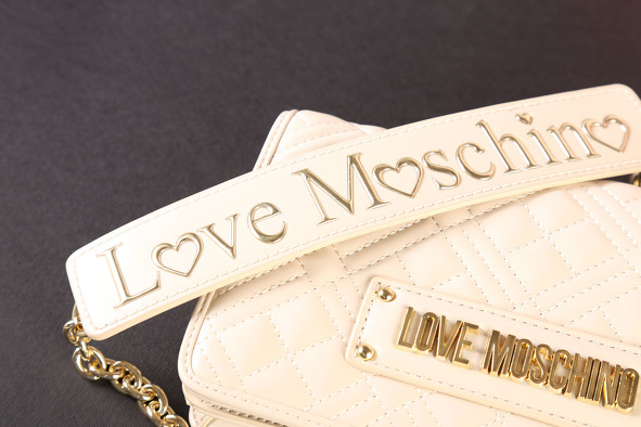 Bon plan, codes promo, réduction Guadeloupe, Martinique, Guyane, la Réunion : La collection maroquinerie LOVE MOSCHINO | photo-la-collection-maroquinerie-love-moschino